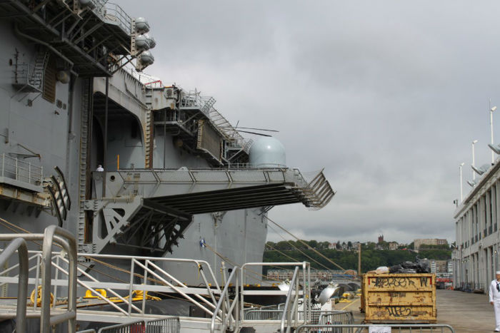 deck-edge-elevators-like-the-one-seen-here-lift-the-kearsarges-contingent-of-aircraft-to-the-flight-deck-where-three-cargo-elevators-lift-supplies-to-meet-them-w700