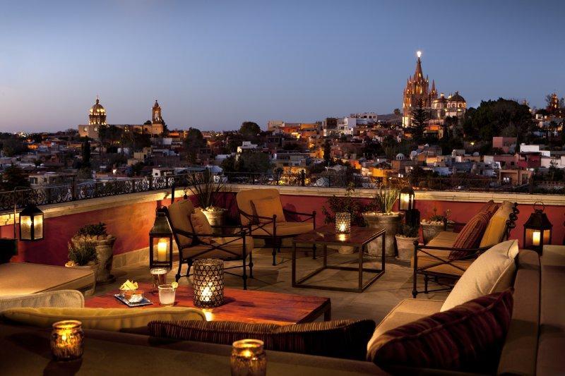 luna-rooftop-tapas-bar