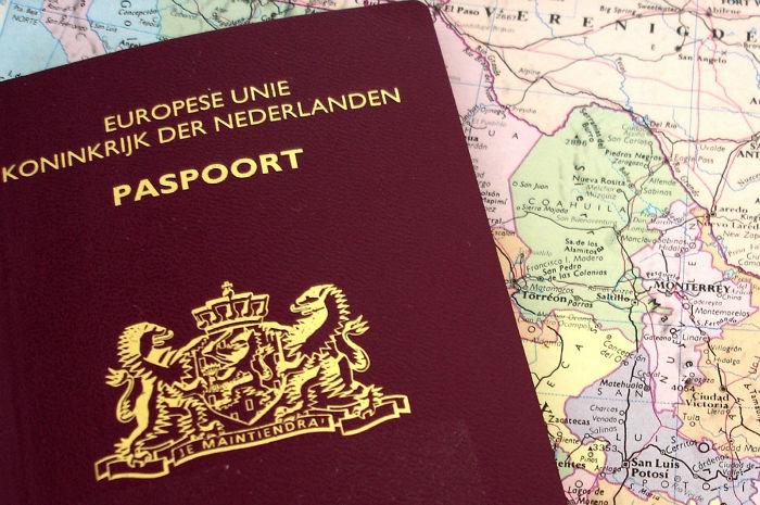 nederland-passport1-w700