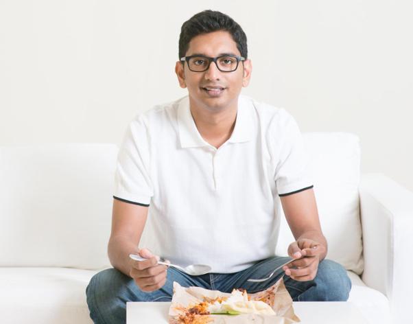 افراد تنها با نشستن در مقابل آینه و گول زدن ذهن خود، از شام خوردن لذت بیشتری می برند