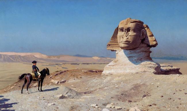 «ابوالهول»، تندیسی از جنس سنگ آهک است که در کرانه شرقی رود نیل، در جیزه ی مصر واقع شده است. بزرگ ترین سازه سنگی ساخته شده توسط انسان با طول حدود 73.5 متر، همانند یک ابوالهول افسانه ای شکل شیر با بدن انسان را دارد. یکی از دلایل شهرت ابوالهول، نبودن بینی آن است؛ بر اساس افسانه ها، گفته می شد که ارتش ناپلئون این عضو صورت تندیس یاد شده را در طول جنگ با ترک ها در سال 1798 میلادی از بین برده اند. اما با استناد به یادداشت های جهانگرد دانمارکی موسوم به «فردریک نوردن» که در سال 1737 میلادی نوشته، وی ابوالهول را بدون بینی توصیف کرده است. به این مفهوم که داستان ارتش ناپلئون که تاکنون مطرح بوده، صحت ندارد.