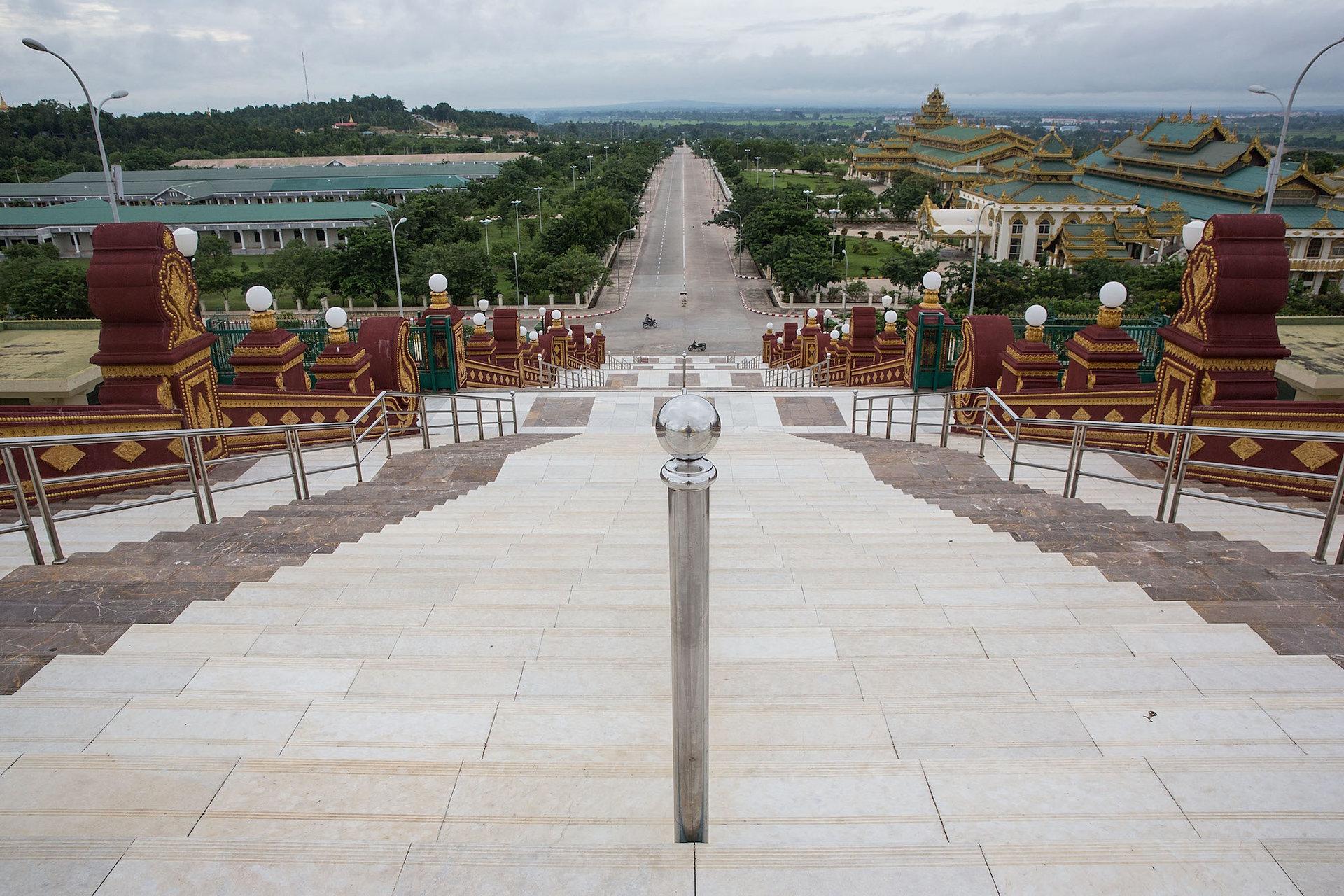 چشم اندازی کلی از شهر نایپیداو در کشور میانمار. میانمار در جنوب شرقی آسیا واقع شده است.