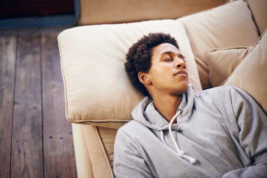 زمانی که بیش از اندازه می خوابید، چه اتفاقاتی در بدن تان می افتد؟