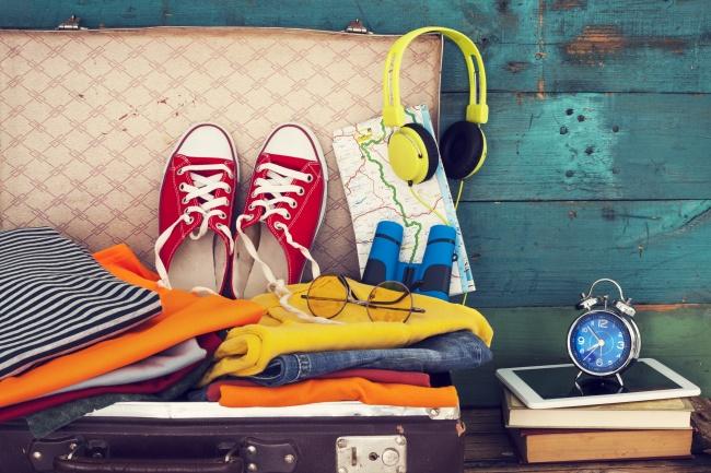 اگر می خواهید وسایل شما در طول سفر تمیز باقی بمانند و بو نگیرند، در کف و دیواره های چمدان یک ردیف دستمال مرطوب بچینید.