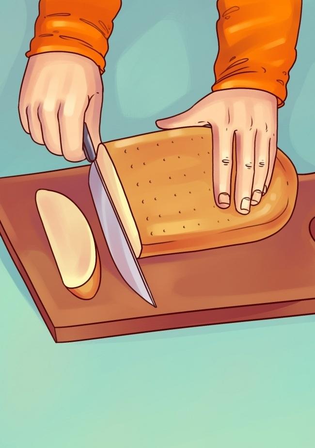 برای اینکه نان های فانتزی و باگت را به آسانی برش دهید، فقط کافی است قسمت گرد نان (روی نان) را برعکس روی تخته گذاشته و از پشت، نان را ببرید.