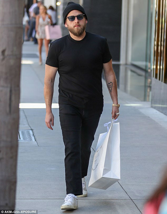 3F471C7800000578-4414662-Looking_good_Jonah_Hill_was_spotted_looking_slim_and_fit_during_-a-5_1492282517817-w700