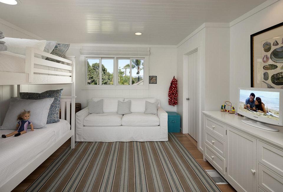 اشتون کوچر و میلا کونیس دو فرزند دارند و 6 اتاق خوابه بودن این ویلا، برایشان یک مزیت لازم و ضروری به نظر می رسد.