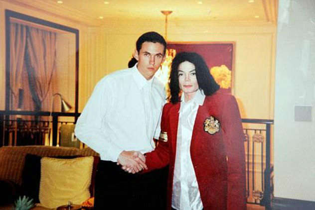 4164400300000578-4600508-Bodyguard_to_the_stars_Matt_Fiddes_pictured_left_worked_with_the-a-15_1497520622229-w700