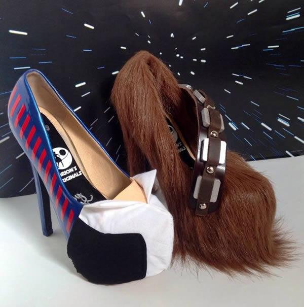 کفش هایی که در تصویر می بینید یک جفت هستند و هر کدام به شکل و شمایل خاص خود توسط کمپانی Orion's Originals طراحی شده اند.