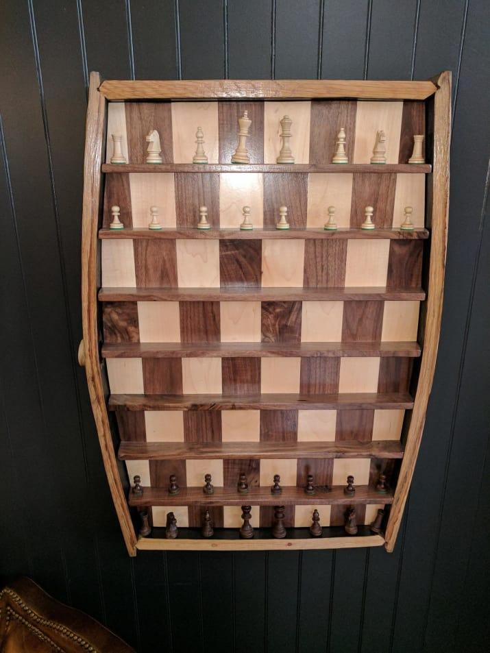 نصب شطرنج عمودی روی دیوارهای کافی شاپ برای سرگرم شدن مشتری ها