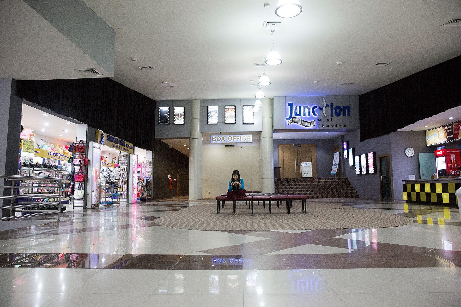 مراکز خرید بدون حضور هیچ مراجعی