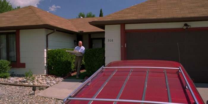 Breaking-Bad-house-pizza-on-the-roof-of-the-house-episode-w700