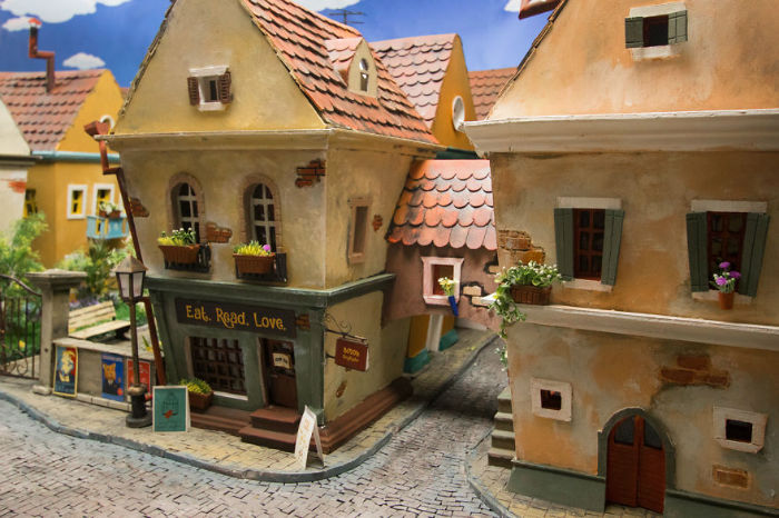 Crafted-miniature-town-for-HUNGRY-HUNGRY-HAMSTERS-online-series-5935cec0b12e8__880-w700