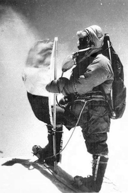 First-Indian-Flag-on-Mount-Everest-w750