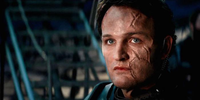 Jason-Clarke-John-Connor-Terminator-Genisys-w700