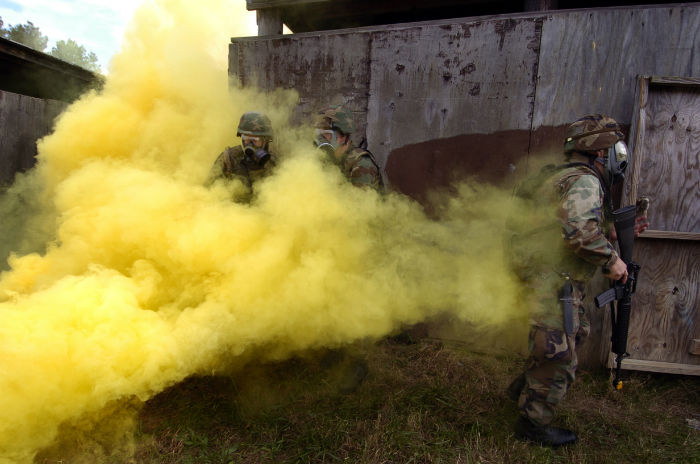 US_Navy_041027-N-2383B-129_U.S._Navy_combat_camera_personnel_wear_gas_masks_during_a_simulated_chemical_attack_during_Urban_Terrain_and_Close_Quarter_Combat_Tactical_Integration_field_training-w700