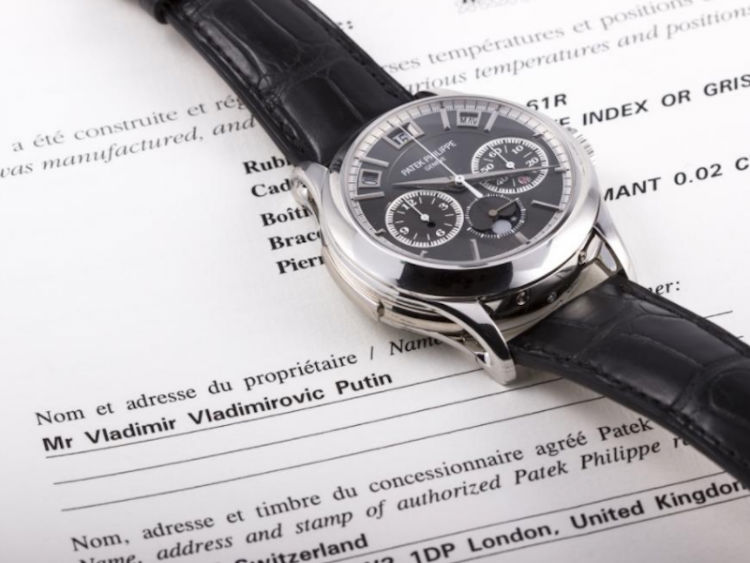 a-1-million-patek-phillippe-going-up-for-auction-in-july-2017-was-also-said-to-be-owned-by-putin-accompanying-documentation-claimed-he-was-the-owner-the-kremlin-denied-these-claims-w750