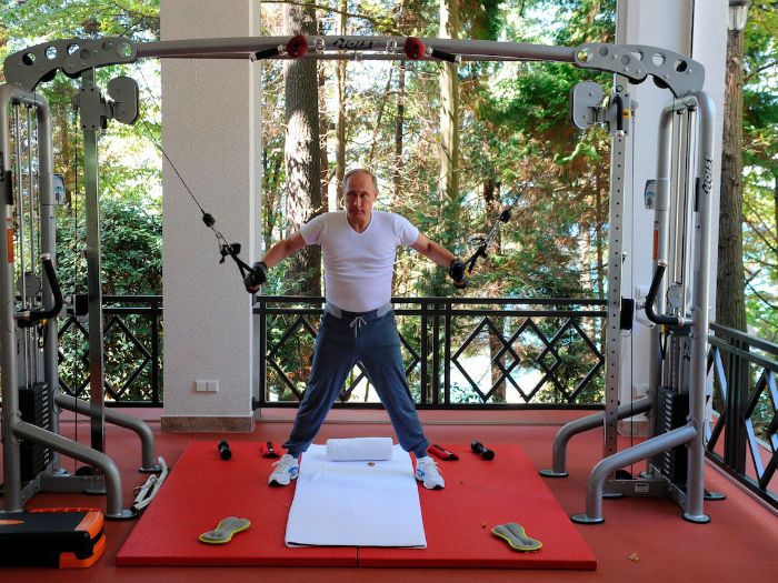 after-hes-done-swimming-laps-putin-lifts-weights-in-the-gym-w700
