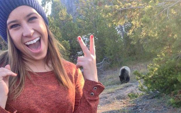 bear-selfie_3089273b-w700