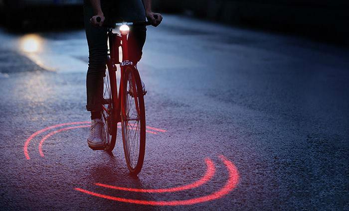 بایکسفر؛ وسیله ای شبیه لامپ که خطر نزدیک شدن اتومبیل را به دوچرخه سوار اعلام می کند