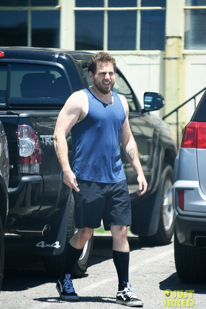 jonah-hill-looks-so-buff-bares-slim-physique-in-a-tank-top-03-w700