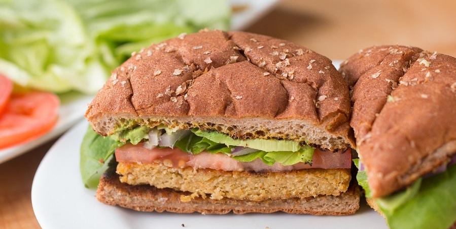 خوشمزه روز: طرز تهیه همبرگر بدون گوشت [تماشا کنید]