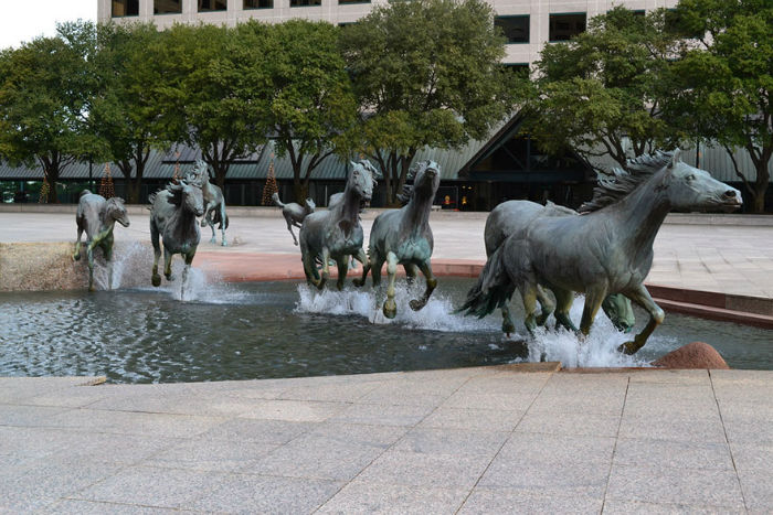 worlds-most-amazing-fountains-30-5931178420e49__880-w700