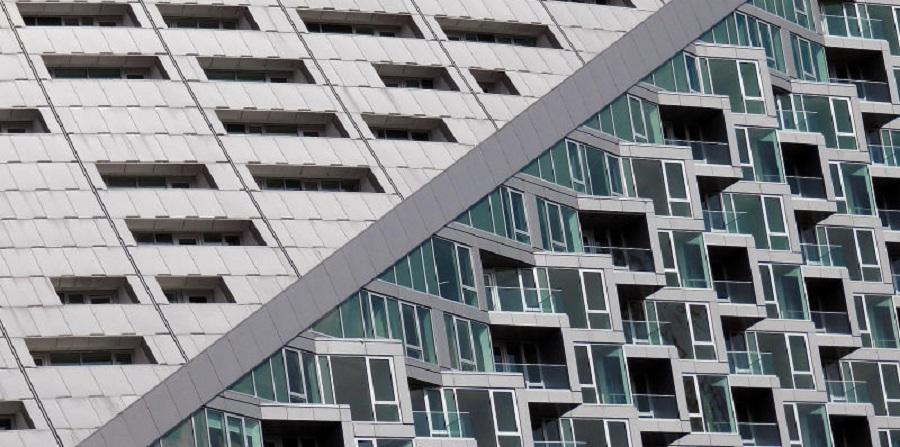 هنرمندی که با عکاسی از ساختمان های واقعی ذهن شما را به چالش می کشد