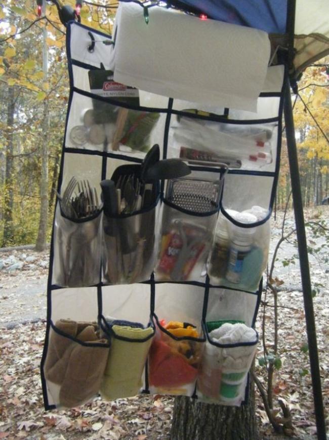 جا کفشی های دیواری (شفاف)، یکی از بهترین گزینه ها برای نگهداری و سازمان دهی وسایل و ابزار آشپزی در چادر مسافرتی هستند.