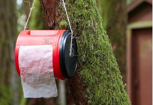 از قوطی های پلاستیکی می توانید برای خشک تمیز نگه داشتن دستمال کاغذی استفاده کنید.