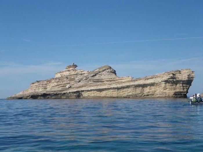 صخره ای که شبیه کشتی است.