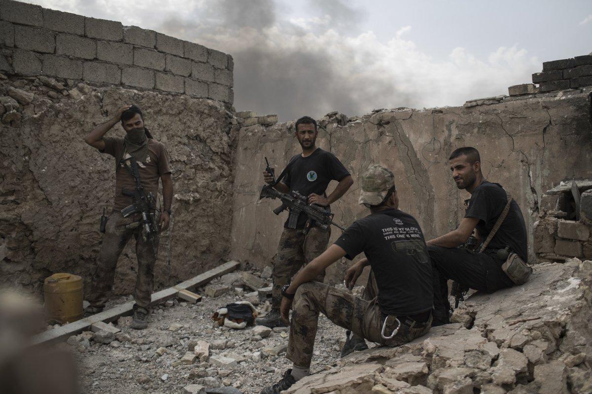 اجتماع نیروهای ویژه عراقی پس از فراخوانده شدن برای حملات هوایی