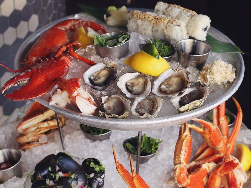 رستوران Coast به نشانی: ونکوور، خیابان آلبرنی شماره 1054