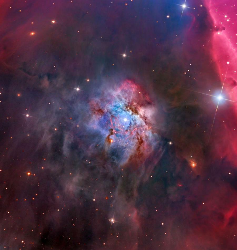 سحاب درخشان و پر نور NGC 2023 در میانه ی صورت فلکی اوریون در فاصله 1467 سال نوری از سیاره زمین