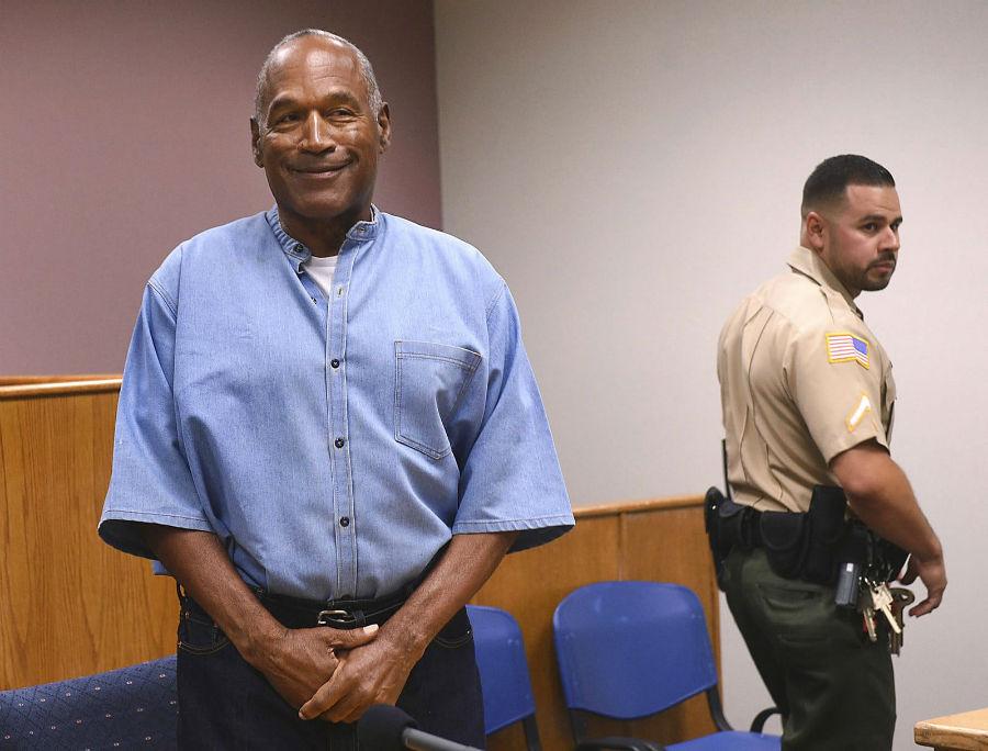 او جی سیمپسون، ستاره سابق ورزش آمریکا در روز 20 جولای (29 تیر) در مرکز اصلاح و تادیب Lovelock در نوادا ایستاده تا حکم آزادی مشروط وی قرائت گردد. او بعد از نه سال حبس در زندان نوادای این کشور بخشوده شده و به زودی از زندان آزاد خواهد شد. وی در سال ۲۰۰۸ به علت سرقت مسلحانه دستگیر و محاکمه شد و به ۳۳ سال زندان با امکان آزادی مشروط پس از گذشت حداقل ۹ سال محکوم شد.