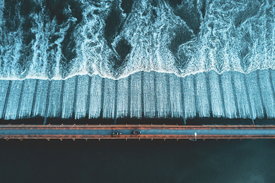 پل موتورسواران در حاشیه رودخانه در تایلند (مردم - فینالیست)