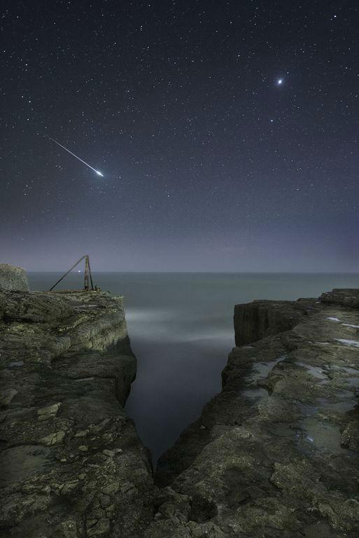 تصویری از درخشش ستاره دنباله دار بر فراز آسمان پورتلند در دورسِت