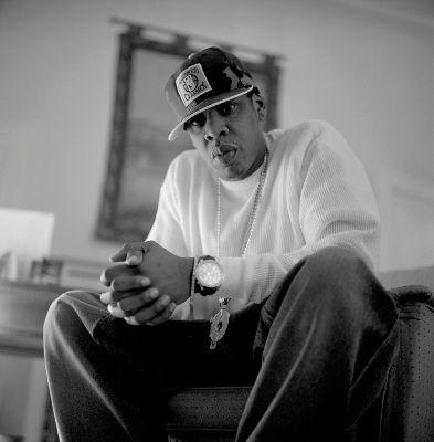 رپر مشهور آمریکایی، Jay-Z (همسر بیانسه) پس از مشاهده اجرای ریحانا با وی قرارداد امضا کرد و بدین طریق، ریحانا وارد عرصه موسیقی شده و به سرعت پله های ترقی را طی نمود.
