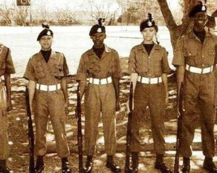 ریحانا در دبیرستان نه تنها در جشنواره زیبایی شرکت کرده، بلکه در مدرسه افسری نیز نام نویسی کرده و دوره های ارتش را پشت سر نهاده است.