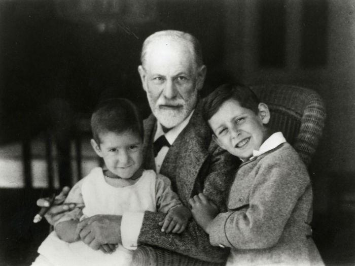 Sigmund Freud mit seinen Enkeln Heinele und Ernst (um 1923), Sigmund Freud Privatstiftung-w700