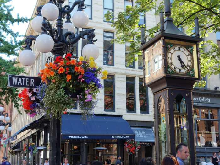 Steam_Clock_in_Vancouver_Gastown-w700