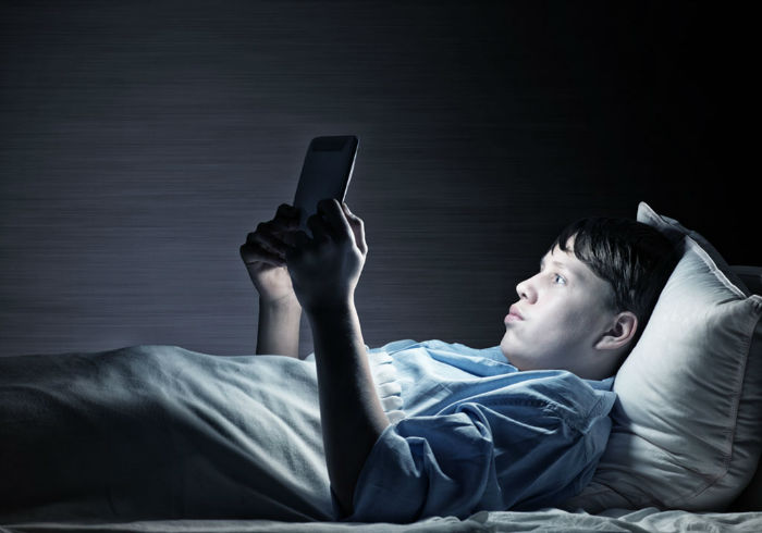 Teenager-in-Bed-using-Tablet-w700