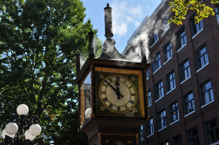 Vancouver_-_Gastown_Steam_Clock_02-w700