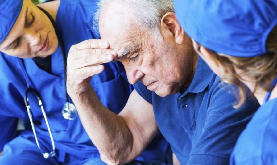 کم خوابی می تواند زمینه ساز ابتلا به آلزایمر باشد