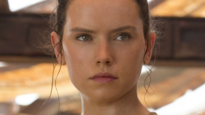 daisy-ridley-in-star-wars-the-force-awakens-1471381603-w700