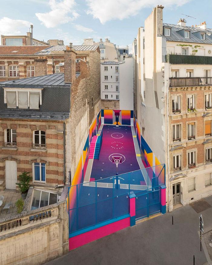 neon-color-basketball-court-pigalle-ill-studio-paris-10-59539e635ce8d__880-w700
