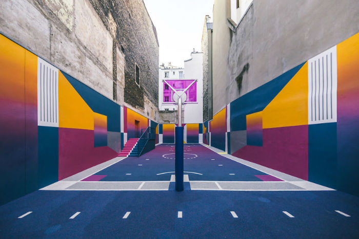 neon-color-basketball-court-pigalle-ill-studio-paris-11-59539e6640235__880-w700