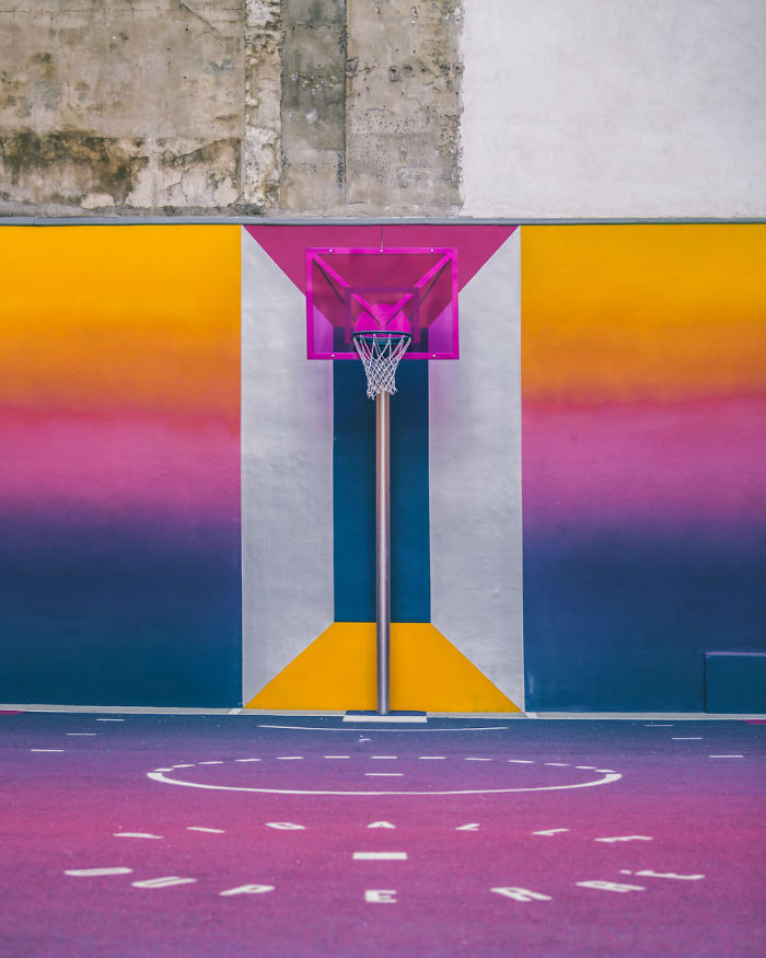 neon-color-basketball-court-pigalle-ill-studio-paris-14-59539e7395556__880-w700