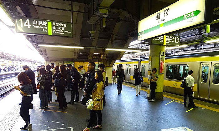 3-YamanoteLine_Platform-w700