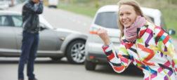 ویدیویی جالب و خنده دار از تصادف ساختگی یک موتورسوار برای دریافت غرامت از بیمه [تماشا کنید]